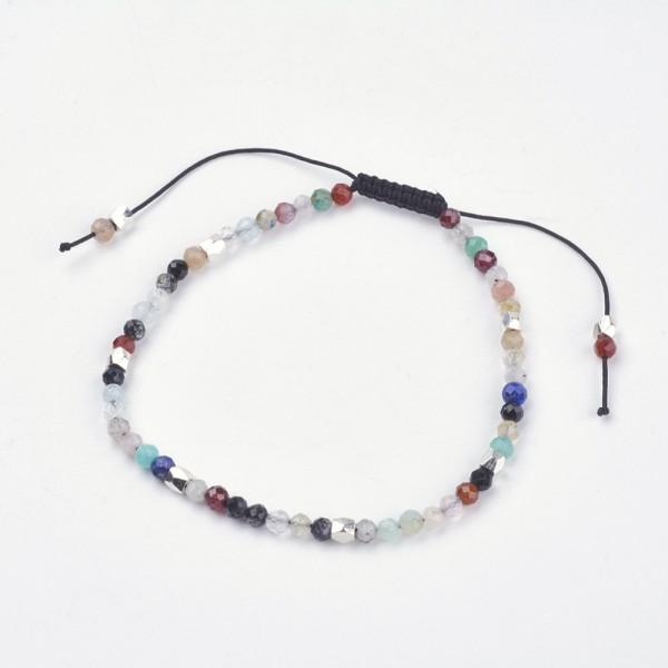 Handgemachtes Perlenarmband mit facettierten Halbedelsteinen und Zwischenperlen aus Metall