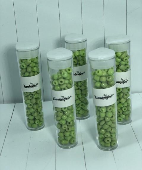 11 Gramm Rocailles Glasperlen oliv 4-5 x 3-4 mm im Perlenbehälter